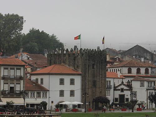 Ein weiterer Teil der alten Befestigungsanlage ist der Torre da Caldeia, der noch heute aus der Stadtansicht heraussticht. (Foto: Sören Peters)