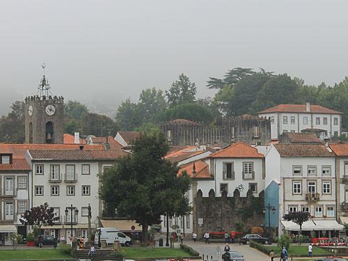 Blick von der Brücke auf den Stadtkern von Ponte de Lima. (Foto: Sören Peters)