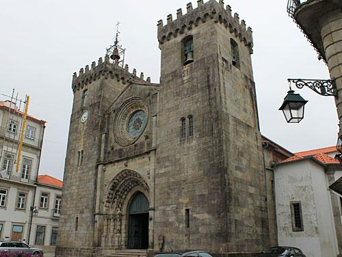 In der Fußgängerzone befindet sich die Igreja Matriz... (Foto: Sören Peters)