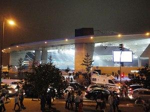 Nach dem Spiel: Blick auf das Stadion und Abreiseverkehr. (Foto: Sören Peters)