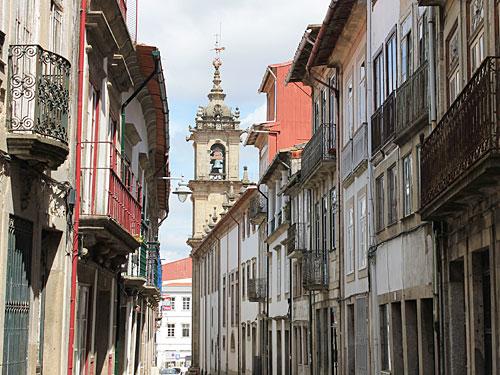 Ganz kostenlos ist dagegen ein Bummel durch die schönen Gassen der Altstadt. Am Ende der Straße... (Foto: Sören Peters)