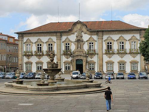 Ebenfalls sehenswert: Das Rathaus Bragas... (Foto: Sören Peters)