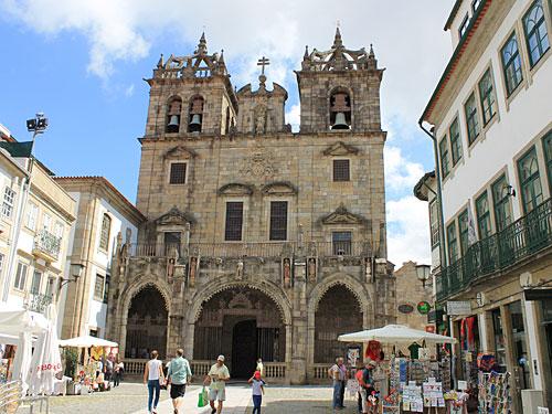 ...der Kathedrale Sé de Braga. Sehenswert sind vor allem die Orgel, die Reliqiensammlung und die Krypta. Das Fotografieren im Innern ist verboten, einige Bilder sind jedoch auf der Homepage zu sehen. (Foto: Sören Peters)