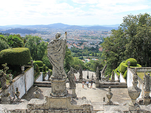 Blick von der barocken Treppe auf die Stadt Braga. (Foto: Sören Peters)