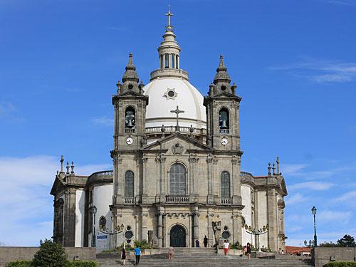 Ein weiteres prachtvolles Gotteshaus auf den Hügeln rund um Braga ist die Basilika/das Santuário do Sameiro. (Foto: Sören Peters)