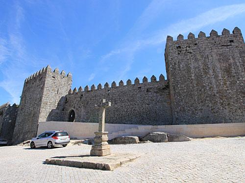 Oberhalb des historischen Stadtkerns thront die Burg. (Foto: Sören Peters)