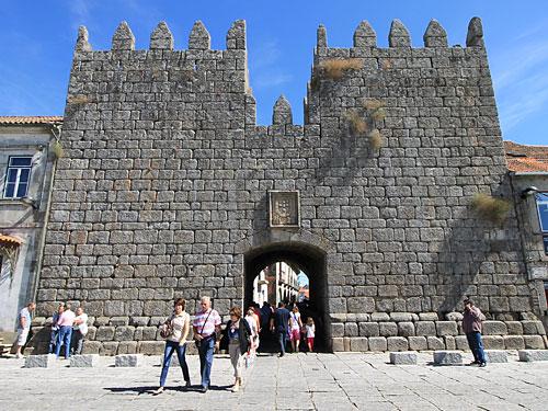Die Porta del Rei führt ins historische Zentrum Trancosos. (Foto: Sören Peters)