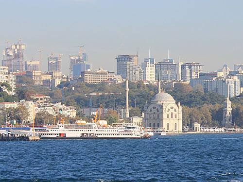 Dort befinden sich auch die Dolmabahce-Moschee... (Foto: Sören Peters)