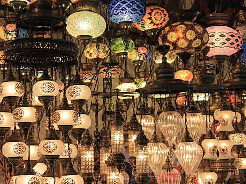 Detailansicht: Lampen im Großen Basar. (Foto: Sören Peters)