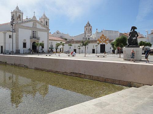 Ingreja de Santa Maria (l.) und Igreja de Santo Antonio in der Altstadt. (Foto: Sören Peters)