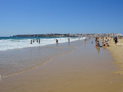 Weitläufiger Strand an der Algarve: Die Meia Praia bei Lagos. (Foto: Sören Peters)