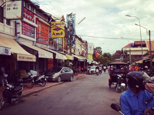 Weitere Restaurants befinden sich gegenüber des alten Marktes. (Foto: Sören Peters)