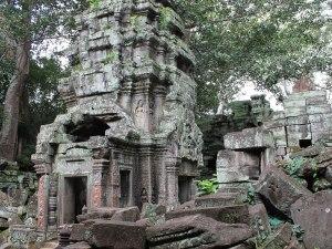 Herumliegende Steine, verwitterte Bausubstanz: Der Ta Prohm wurde in seinem Zustand belassen. (Foto: Sören Peters)