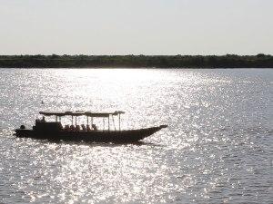 Boot auf dem Tonlé Sap. 30 US-Dollar für eine Fahrt zu den Schwimmenden Dörfern wollten wir dann aber nicht investieren. (Foto: Sören Peters)