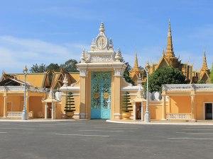 Vor dem Königspalast. (Foto: Sören Peters)