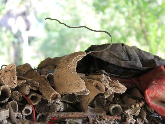 Noch heute treten nach und nach Knochenfragmente und Kleiderfetzen an die Erdoberfläche. (Foto: Sören Peters)
