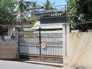 Seitentor des Tuol-Sleng-Genozidmuseums. (Foto: Sören Peters)