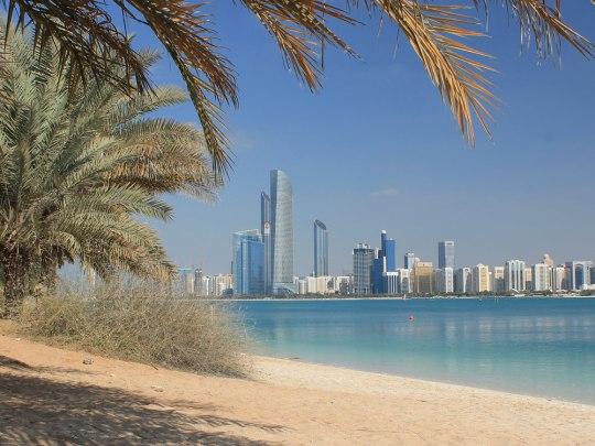 Skyline von Abu Dhabi, gesehen vom sonst fürchterlichen Heritage Village an der Marina. (Foto: Sören Peters)