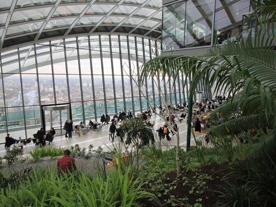 Der Skygarden im Londoner Walkie Talkie: Unten die Fläche der Skypod-Bar, rechts oben eines der Restaurants. (Foto: Sören Peters)