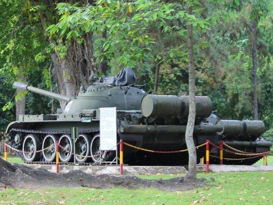 Panzer auf dem Geländes des Wiedervereinigungspalasts. (Foto: Sören Peters)