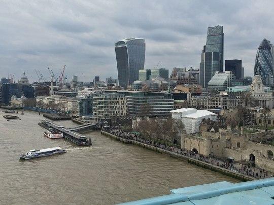 Ausblick von der Tower Bridge auf die City of London. (Foto: Sören Peters)