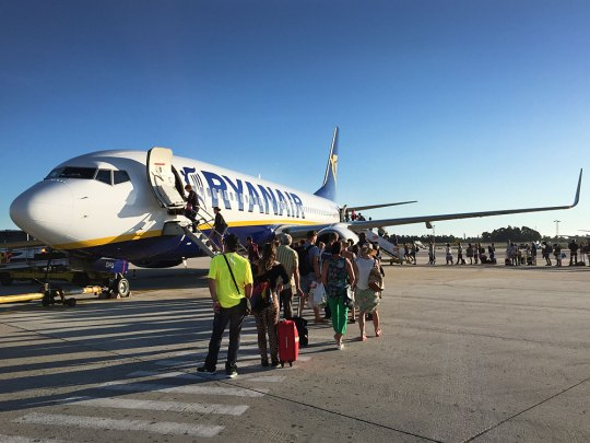Ryanair-Passagiere beim Boarding in Porto. (Foto: Sören Peters)