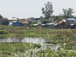 Wellblechhütten außerhalb von Phnom Penh. (Foto: Sören Peters)