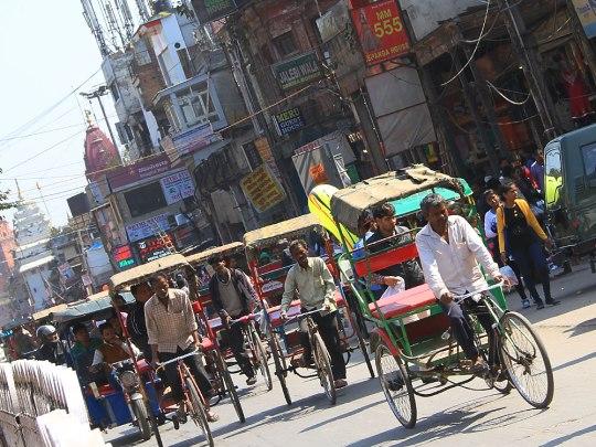 Gewöhnungsbedürftig: Verkehr in Old Delhi, hier: Chandni Chowk. (Foto: Sören Peters)