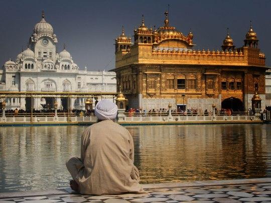 Moment der Spiritualität im Goldenen Tempel in Amritsar. (Foto: Sören Peters)
