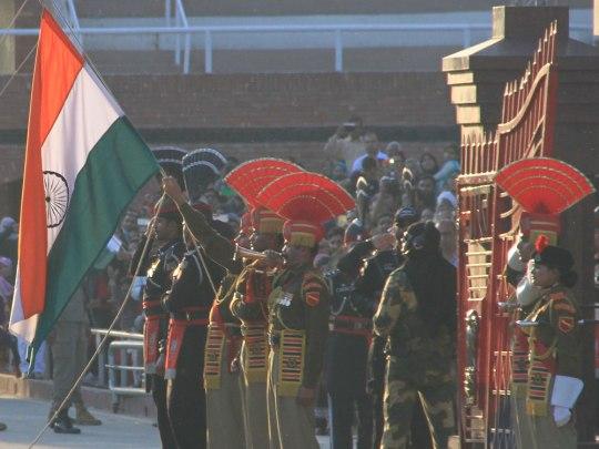 160302-Indien-Punjab-Amritsar-WagahBorder-Flags-1000x750-SoerenPeters