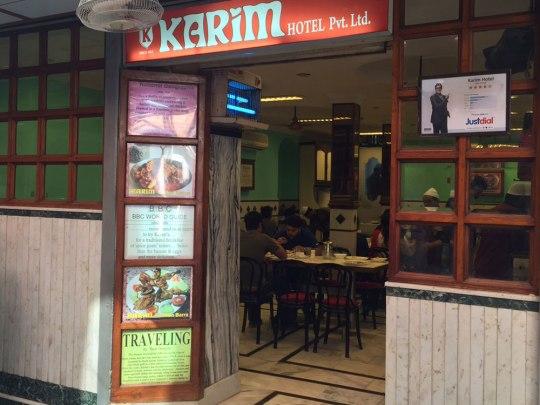 Karim, in einer seitengasse nahe der Jama Masjid. Hotel bedeutet übrigens Restaurant. (Foto: Sören Peters)
