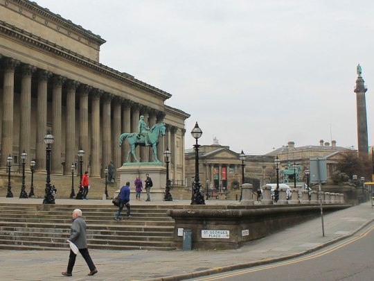 Die St. George's Hall, gleich gegenüber der Lime Street Station und unweit der Fußgängerzone. (Foto: Sören Peters)