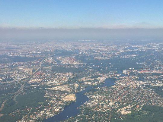 Start von Schönefeld über den grünen Südosten der Hauptstadt. (Foto: Sören Peters)